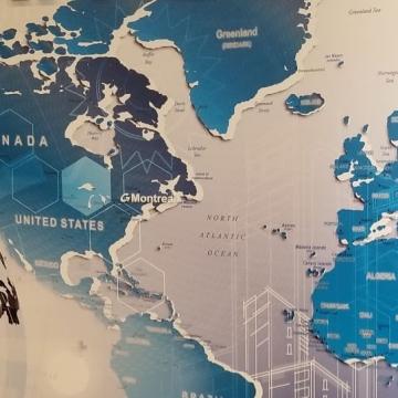 """Murale sur mesure, logo et """"Montreal"""" en acrylique 3D"""